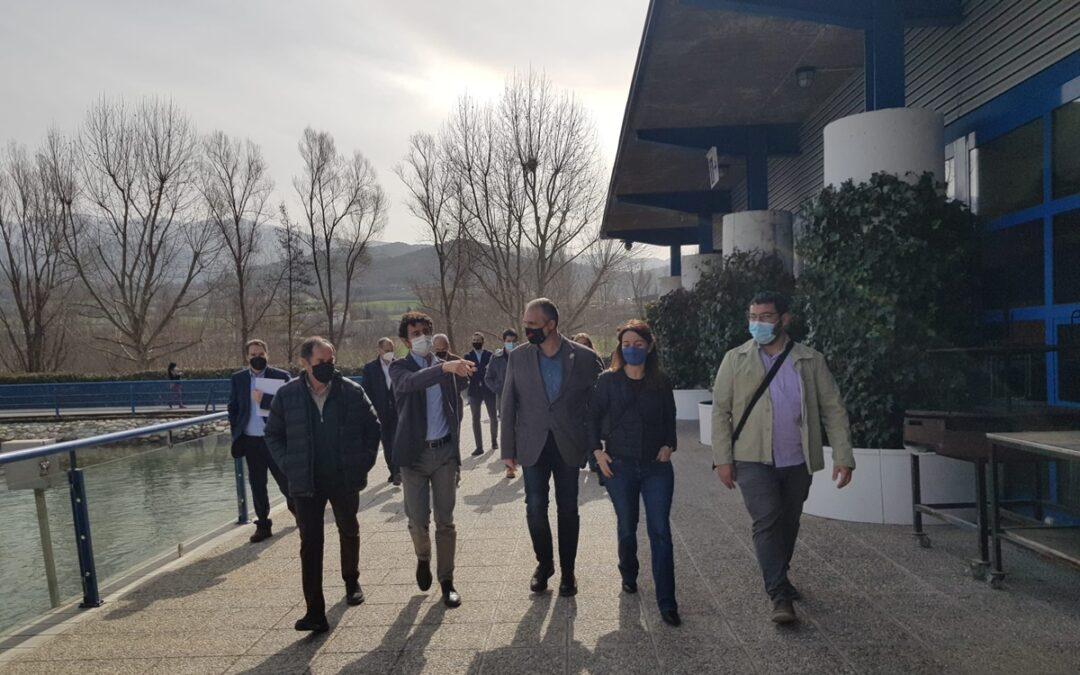El conseller de Territori i Sostenibilitat visita el Parc del Segre per conèixer el projecte d'instal·lar-hi plaques fotovoltaiques d'autoconsum